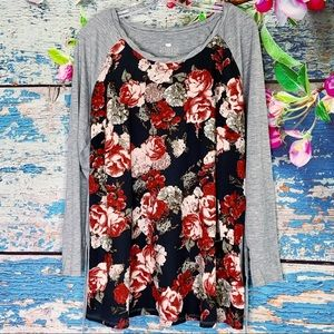 Two Hearts Maternity Gray Floral Shirt Sz L